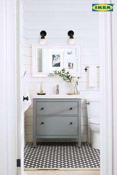 Petit coin aux petits soins ! La Promo Salles de bains est en cours. 15 % DE RÉDUCTION sur le prix de tous nos meubles de salle de bains, lavabos et robinets.