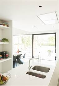 Renovation: a white kitchen. © Luc Roymans | Architecten Groep III