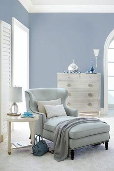 azur couleur bleu gris ambiance relaxante couleur qui rappelle les tonalités de la lavande dans une pièce lumineuse