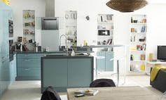 Cuisine ouverte avec ilot central, moderne et colorée pour donner du pep's #cuisine #kitchen #ilotcentral #color #modern #ouverte