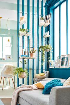 Un vert d'eau et un vert bleu qui s'accordent parfaitement pour la déco du séjour : parfait pour rendre ses murs tendance !