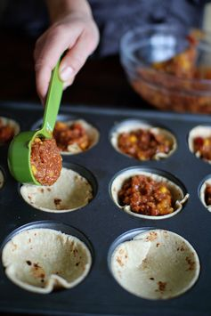 Mini Mexican Pizzas - 3-4 large tortilla's,  1 cup cooked lean ground turkey,  1/2 cup salsa,  2 tsp dry taco seasoning,  1/2 cup low fat refried beans,  1/2 cup low fat shredded cheese
