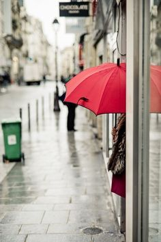 あ~~、まだ雨が降ってる…