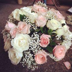 #floralcenterpiece #tablescape #florist #flowers #rosesandbabysbreath