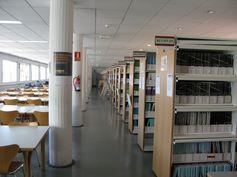 Estanterías con 30000 libros en la BiBLIOTECA DE MATEMÁTICAS FÍSICA E INGENIERÍA CIVIL E INDUSTRIAL. Consulta nuestras novedades en nuestro blog http://biblioformulas.blogspot.com.es/