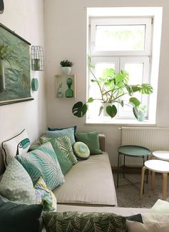 Wohnzimmer mit viel DIY in Mint & Grün – mit Monstera! #green #urbanjungle #living #wohnen #ideen #dekoration #kissen