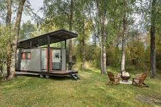 Wheelhaus designs and builds tiny homes, and their latest creation is the RoadHaus Wedge RV, that has modern architecture, measures in at 250 square feet (23sqm), and includes an outdoor deck. #TinyHouse #TinyHome #Architecture