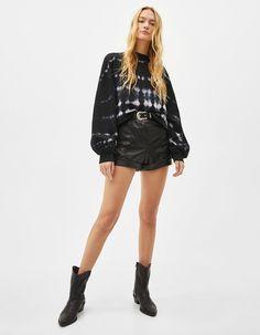 Tie-dye print sweatshirt | Bershka  #newin #trend #trendy #cool #fashion #outfit #ideas #inspiration #look #woman #mujer #new #in #bershka #bershkacollection #moda #tiedye #desteñido #tendencia #trend