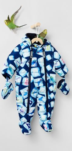 Icy temperatures are no match for the unbeatably cosy JOZH snowsuit. Showing off a playful cube design, this cuddly piece comes with matching mittens and a handy zip fastening to ensure quick changing.