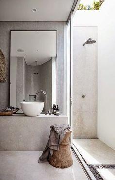 Une douche à l'air libre.