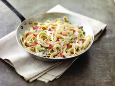 PHILADELPHIA Quick Pasta Carbonara – Cream cheese is the shortcut to making this classic Italian sauce. Bacon gives it added flavor. Just 20 minutes to fix makes it the perfect dish for business nights. #PinThatTwist