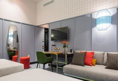 Chambre d'hotel colorée papier peint Giulia room mate hotel milan patricia urquiola