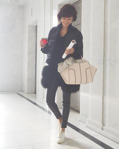 Ready to enjoy the day: Maki Tamaru with her Tod's Sella Bag. #TodsSellaBag.
