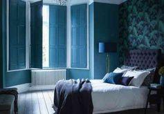 chambre avec volets bleus
