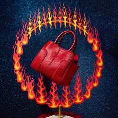 Add a touch of vibrant red to the holidays: be inspired by this exclusive Tod's Sella Bag. More about Tod's gift ideas at tods.com #TodsLovesCircus #TodsSellaBag