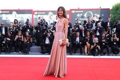 Francesca Cavallin with a #Ferragamo clutch during the #VeniceFilmFestival