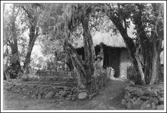 Kenya-Osa-Johnson-in-front-of-building-Lake-Paradise.jpg (626×426)www.safarimuseum.com
