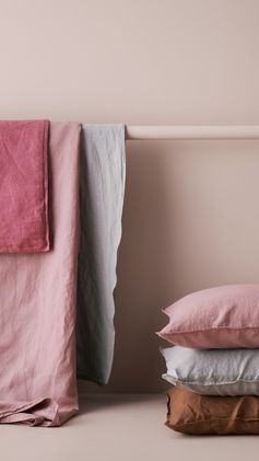 H&M HOME | Sprinkle your bedroom with the sweetest colours of the season. Choose pastel pink and gentle grey bedlinen for a soft and stylish night's sleep.
