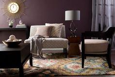 peinture murale en couleur aubergine et accents gris dans le salon