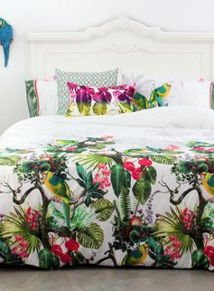 Tropische patronen op een dekbedovertrek. Happy Friday Tropic Bedding Set                                                                                                                                                      More