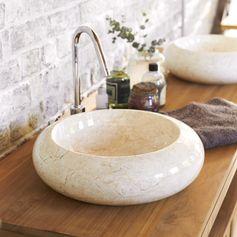 Veinures et nombreuses couleurs  font du marbre un matériau  au cachet inimitable, noble et raffiné  Vasque en marbre Loop Cream chez #Tikamoon
