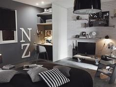 .Une chambre d'ado ou de jeune adulte ! Avec son style blanc et gris, la décoration avec le coussin à rayures, et les pochoirs vous aurez tout bon !  #chambre #bedroom #coussin #lit #lustre #bureau #peinture #gris #blanc #ideedeco #homedecor #homedesign #leroymerlin
