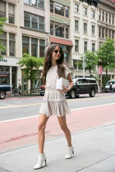 Arielle Noa Charnas from Something Navy, has an  incredible eye for style. She shared her best tips for  incorporating fragrance into her undeniably chic world on the Estée Stories blog. Click to read all the details.