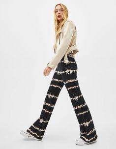Flared trousers with tie-dye print | Bershka  #newin #trend #trendy #cool #fashion #outfit #ideas #inspiration #look #woman #mujer #new #in #bershka #bershkacollection #moda #tiedye #desteñido #tendencia #trend