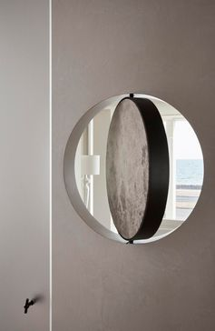 A round pivoting window.