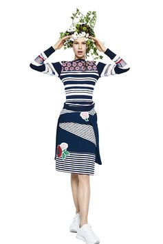 Desigual women's blue dress with combination of multiple striped prints. Straight cut with contrasting floral details and Desigual women's striped blue sweater with patchwork of semi-sheer fabric on the sleeves. Mesh fabric on the chest and vichy print embroidery. Discover Desigual Women's Spring Collection on our website!