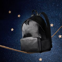 The festive season is getting closer: the Tod's backpack is the perfect balance between elegance and versatility.  #Tods