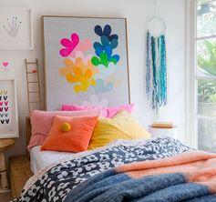 Des couleurs vives pour égayer la chambre.