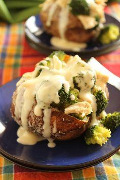 Skinny Cheddar Broccoli and Chicken Stuffed Baked Potatoes | The Suburban Soapbox #bakedpotato #quickdinnerrecipe