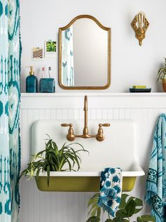 graphic blue and green bathroom decor