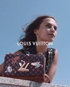 Louis Vuitton Collection Cruise 2019 par Nicolas Ghesquière. Découvrez la sac Twist et son motif Catogram de la collaboration entre Nicolas Ghesquière et Grace Coddington.  La collection est disponible maintenant en ligne et en magasin.