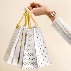 Gift yourself #GiftMeGUESS ✨