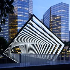 This eye-catching structure attracts the attention of passers-by and can be used to educate about sustainability. #PedestrianBridge #Architecture