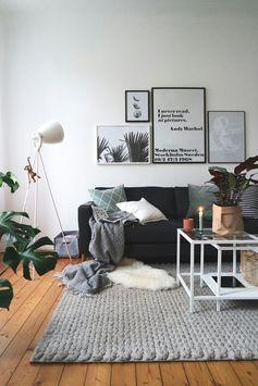 Der perfekte Sonntagmorgen: Kaffee, Kerzenschein und Zeitschrift auf dem Sofa :relaxed: