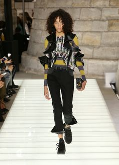 A look from the Louis Vuitton Spring-Summer 2018 Show by Nicolas Ghesquiere. Watch the show now at louisvuitton.com.