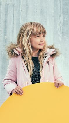 From shiny puffer jackets to padded parkas: discover this season's jackets for kids.   H&M Kids