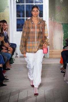 A reimagined soft-touch plastic cagoule in Vintage check worn with white poplin track pants with contrast piping. This street style look is finished with The Square Satchel in bright pink.