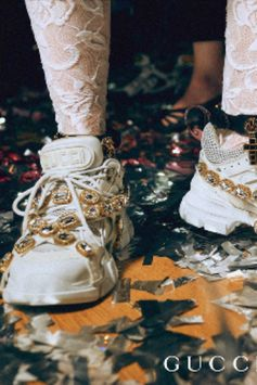 On the dancefloor of the Gucci Gift campaign, the new Flashtrek sneakers with removable elastic straps embellished by large crystals. Gucci / SEGA