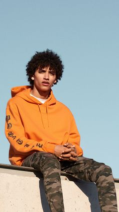 Get your streetwear-style up to date in cargo trousers, slouchy hoodies and distressed denim. | H&M Divided Guys