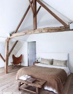 Redonner du style à votre chambre avec un simple couvre-lit : un projet bien plus accessible que de repeindre les murs. Et ça marche !