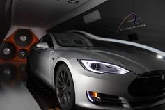 Race car driver @LeilaniMunter took her Model S to a wind tunnel. It has a lower drag coefficient than her race car!