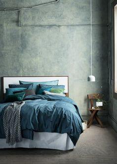 Une parure de lit bleu pétrole
