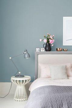 mur gris idée déco plante vase table basse lit tete de lit