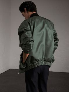 A lightweight unstructured bomber jacket detailed with a contrast-colour ribbed collar. The soft shape features elasticised cuffs and hem, and is finished with a military pen pocket at the sleeve, in homage to classic flight jackets.