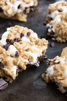 Oatmeal Cookie S'mores Bars by chelseasmessyapron I #smores #chocolate #dessert - A delicious combination that makes for a great summer treat. No campfire required.