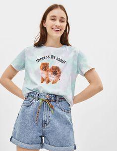 Tie-dye T-shirt with print | Bershka  #newin #trend #trendy #cool #fashion #outfit #ideas #inspiration #look #woman #mujer #new #in #bershka #bershkacollection #moda #tiedye #desteñido #tendencia #trend